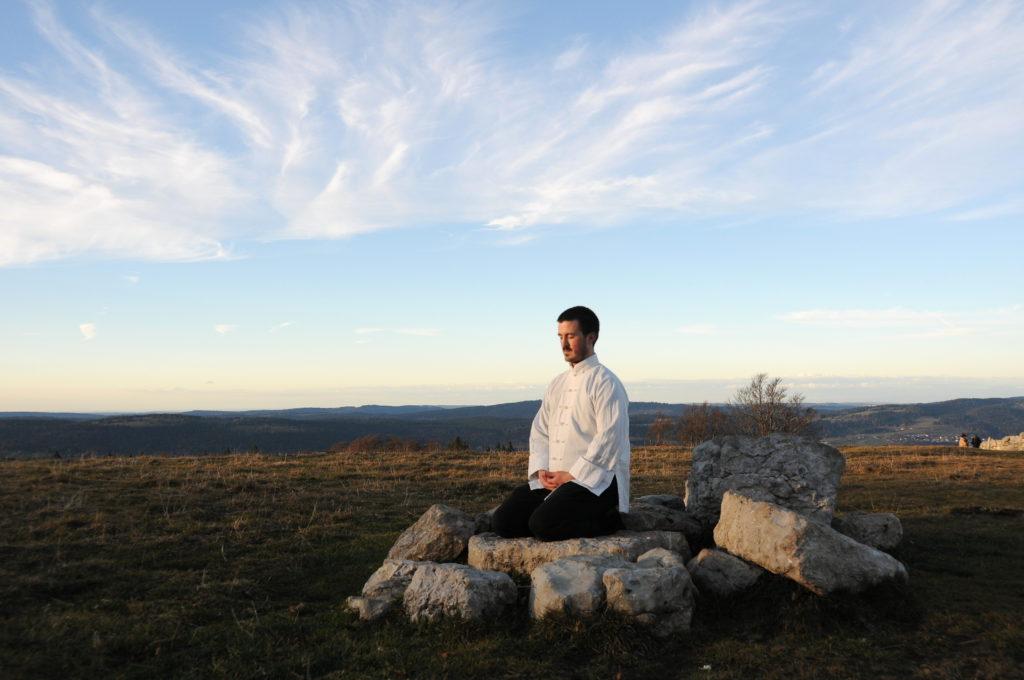 L'attribut alt de cette image est vide, son nom de fichier est meditation-2-1024x680.jpg.
